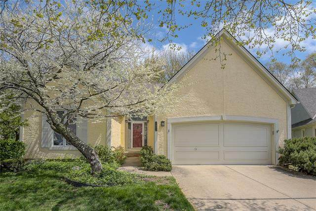 7805 W 117th Terrace, Overland Park, KS 66210 (#2308751) :: The Kedish Group at Keller Williams Realty