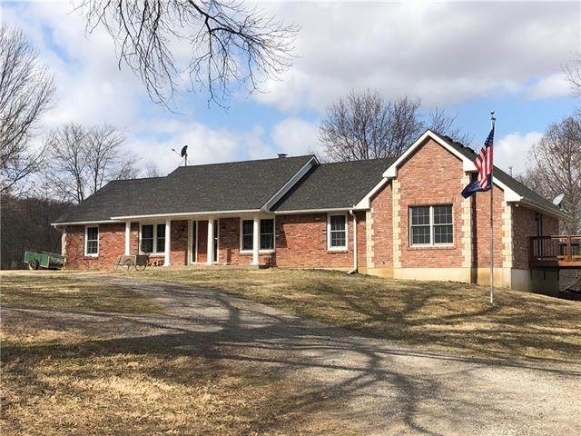 27497 Tonganoxie Road, Leavenworth, KS 66048 (#2308821) :: Ron Henderson & Associates