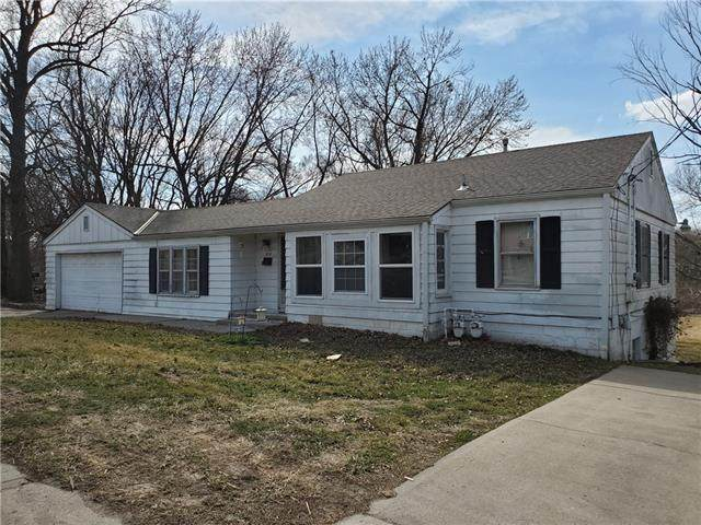 2718 S Sterling Avenue, Independence, MO 64052 (#2308853) :: Beginnings KC Team