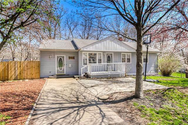 103 S Circle Drive, Belton, MO 64012 (#2308889) :: Dani Beyer Real Estate