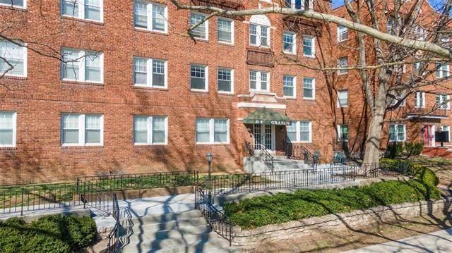 212 Emanuel Cleaver II Boulevard 4W, Kansas City, MO 64112 (#2309146) :: Five-Star Homes
