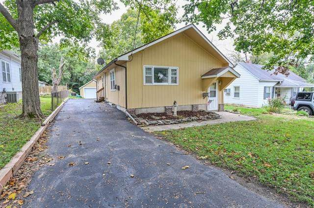 9623 E 9th Street, Independence, MO 64053 (#2309213) :: Audra Heller and Associates