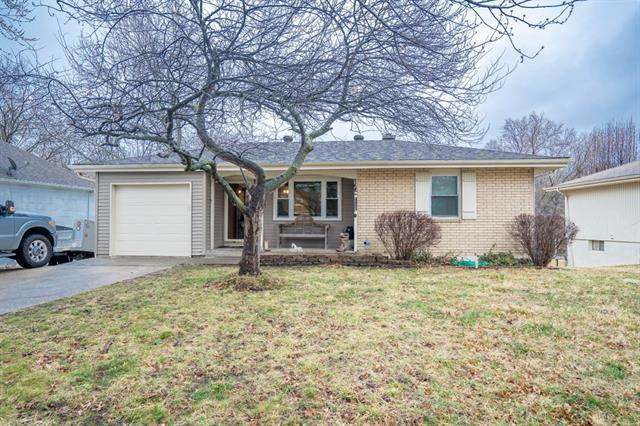 5205 NE 56th Place, Kansas City, MO 64119 (#2309585) :: Five-Star Homes