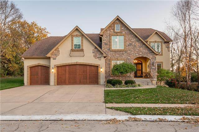 1621 SW Hedgewood Lane, Lee's Summit, MO 64081 (#2309731) :: Five-Star Homes