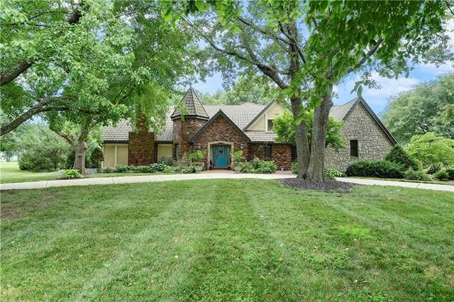 18190 Berryhill Drive, Stilwell, KS 66085 (#2309930) :: Team Real Estate