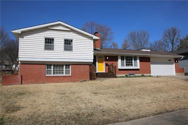 6130 W 87 Th Street, Overland Park, KS 66207 (#2309955) :: Beginnings KC Team