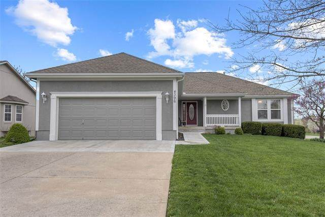4396 SW Creekview Drive, Lee's Summit, MO 64082 (#2310202) :: The Shannon Lyon Group - ReeceNichols