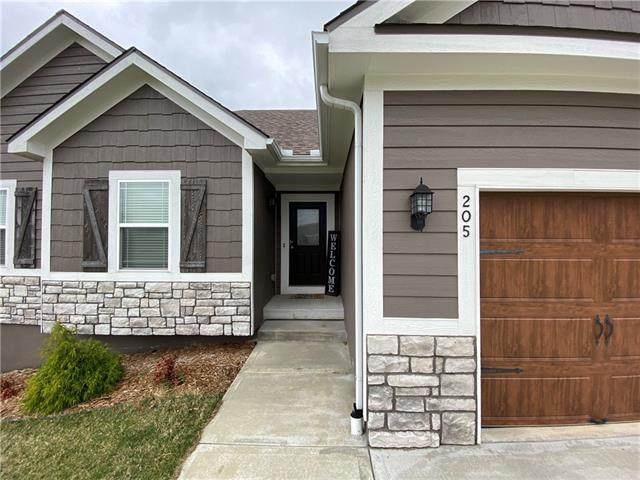 205 E Woodland Avenue, Lone Jack, MO 64070 (MLS #2310225) :: Stone & Story Real Estate Group