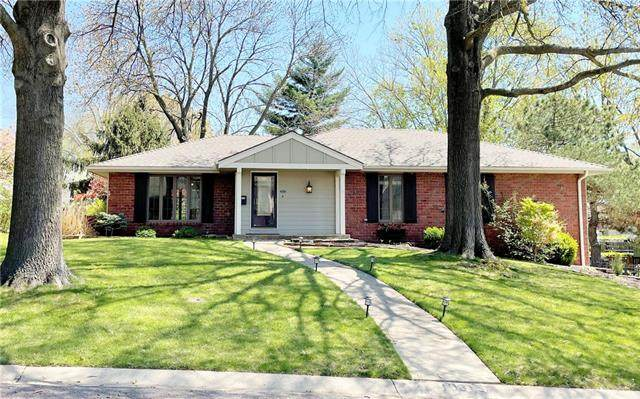 10315 Eby Street, Overland Park, KS 66212 (#2310245) :: Audra Heller and Associates