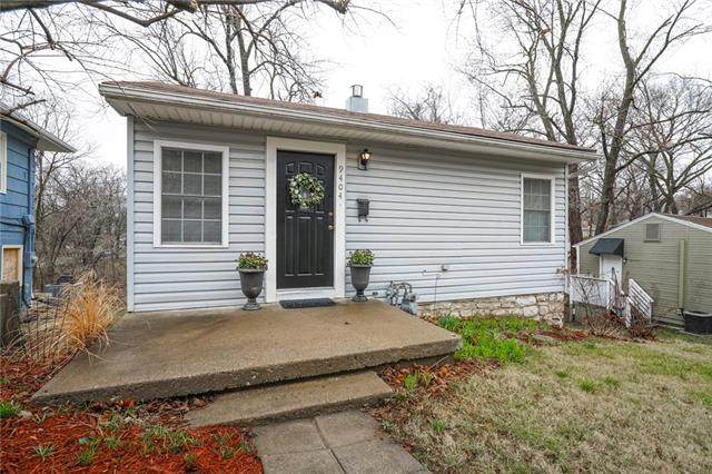 9404 E 15th Street, Independence, MO 64052 (#2310249) :: The Rucker Group
