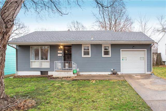 2925 S Hedges Avenue, Independence, MO 64052 (#2310254) :: Beginnings KC Team