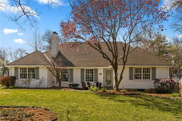 3901 W 57th Terrace, Fairway, KS 66205 (#2310343) :: Ron Henderson & Associates