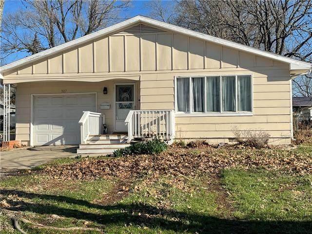 327 E 1st Avenue, Garnett, KS 66032 (#2310650) :: Five-Star Homes