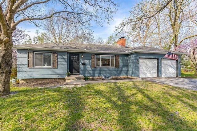 13217 Logan Lane, Lenexa, KS 66215 (#2310853) :: Ron Henderson & Associates