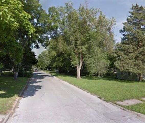 734 S Cherry Street, Ottawa, KS 66067 (MLS #2310908) :: Stone & Story Real Estate Group
