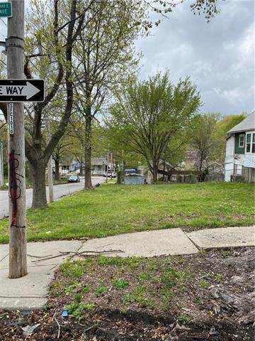 330 Bellaire Avenue, Kansas City, MO 64123 (#2311000) :: The Kedish Group at Keller Williams Realty