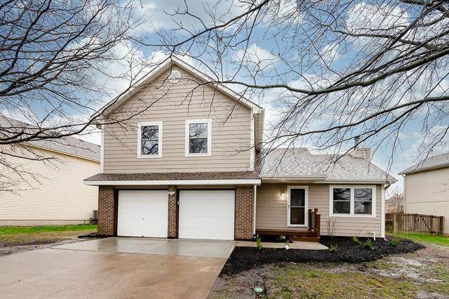 1205 E Sleepy Hollow Drive, Olathe, KS 66062 (#2311306) :: Dani Beyer Real Estate