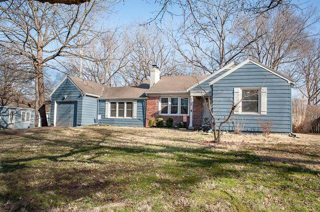 232 W Rainbow Lane, Kansas City, MO 64114 (#2311718) :: Five-Star Homes