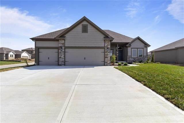 10904 N Crystal Avenue, Kansas City, MO 64156 (#2311823) :: Audra Heller and Associates