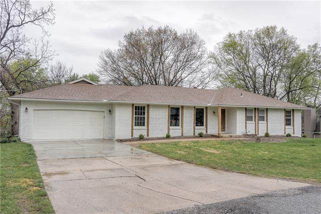 9906 NW 73rd Terrace, Weatherby Lake, MO 64152 (#2311852) :: The Shannon Lyon Group - ReeceNichols