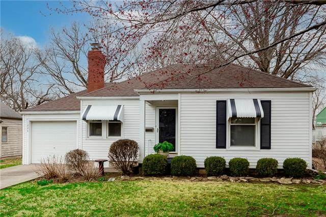 1224 W 25th Street, Independence, MO 64052 (MLS #2312052) :: Stone & Story Real Estate Group