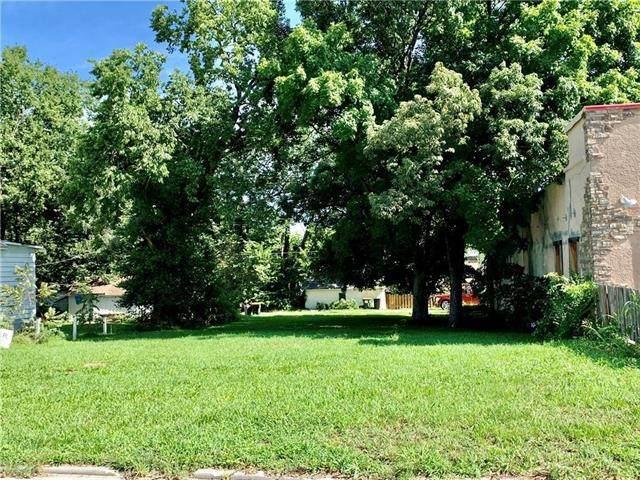 4 W Piankishaw Street, Paola, KS 66071 (#2312169) :: Dani Beyer Real Estate