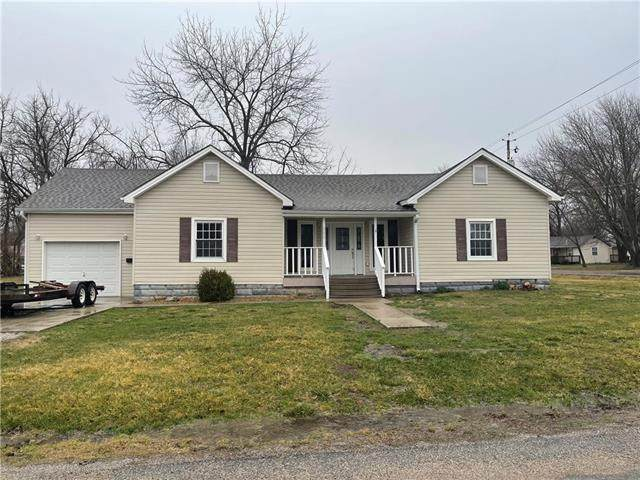 300 W Harrison Street, Butler, MO 64730 (MLS #2312190) :: Stone & Story Real Estate Group