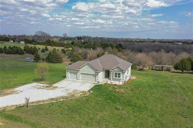 13068 166th Street, Linwood, KS 66052 (#2312399) :: Dani Beyer Real Estate