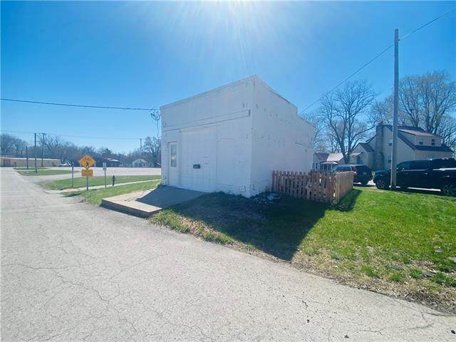 108 2nd Street, Pleasant Hill, MO 64080 (#2312413) :: Eric Craig Real Estate Team