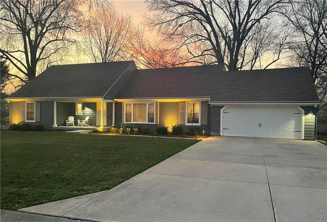 10140 Granada Lane, Overland Park, KS 66207 (#2312443) :: Five-Star Homes