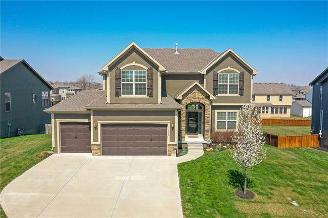 1508 SW 44th Street, Lee's Summit, MO 64082 (#2312454) :: The Rucker Group