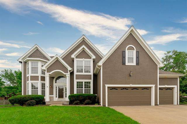 9407 W 150th Street, Overland Park, KS 66221 (#2312649) :: Dani Beyer Real Estate