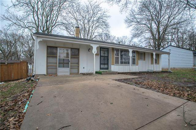 8725 Larsen Street, Overland Park, KS 66214 (#2312669) :: Audra Heller and Associates