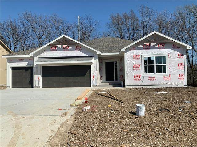 3900 SE Adams Drive, Blue Springs, MO 64014 (#2312685) :: Dani Beyer Real Estate