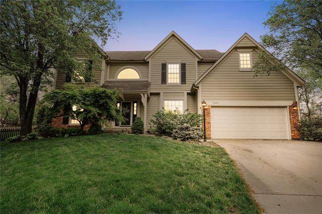 9809 W 131st Street, Overland Park, KS 66213 (MLS #2312756) :: Stone & Story Real Estate Group