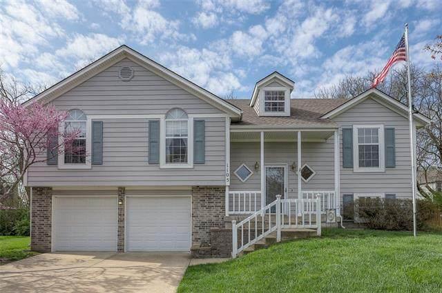 1105 Huntington Lane, Greenwood, MO 64034 (MLS #2312775) :: Stone & Story Real Estate Group