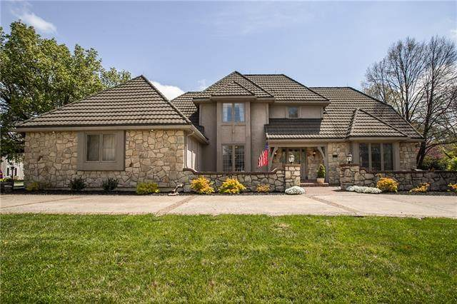 12109 Wenonga Lane, Leawood, KS 66209 (#2312793) :: Beginnings KC Team