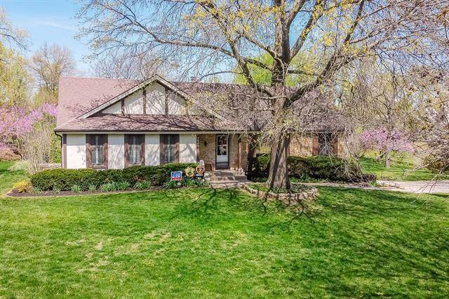 5600 W 162nd Street, Stilwell, KS 66085 (#2312886) :: Ron Henderson & Associates