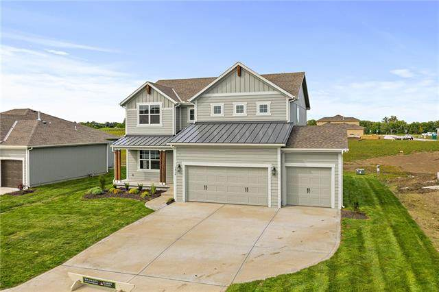 2112 NW Shamrock Avenue, Lee's Summit, MO 64081 (#2313140) :: Audra Heller and Associates