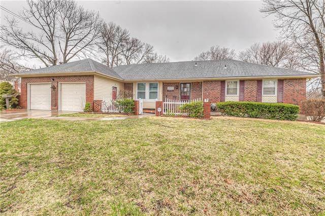 11206 W 72nd Terrace, Shawnee, KS 66203 (#2313240) :: Dani Beyer Real Estate