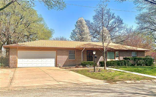 901 N Gregory Boulevard, Butler, MO 64730 (MLS #2313259) :: Stone & Story Real Estate Group