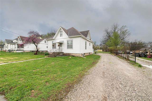 414 E 4th Street, Wellsville, KS 66092 (#2313358) :: Dani Beyer Real Estate