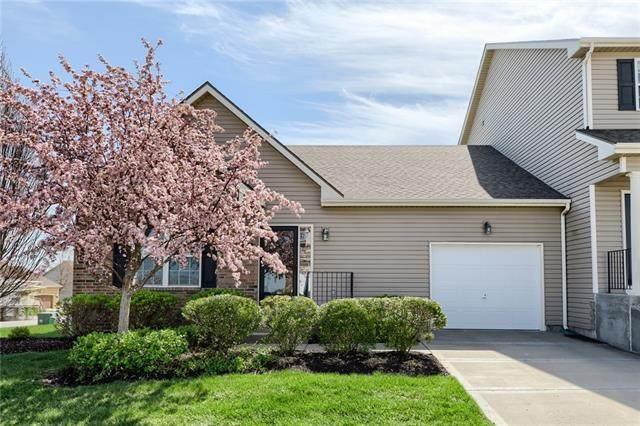 9437 N Amoret Street, Kansas City, MO 64154 (#2313398) :: Dani Beyer Real Estate