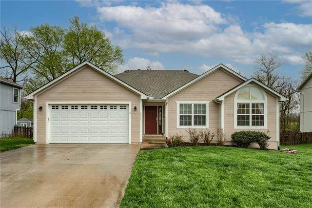 1201 Meadows Lane, Greenwood, MO 64034 (#2313594) :: Five-Star Homes