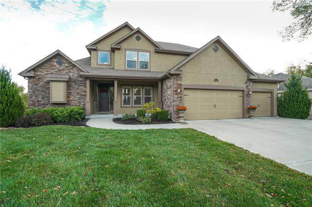 10480 Chateau Lane, Parkville, MO 64152 (#2313730) :: Eric Craig Real Estate Team