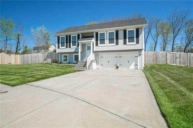 8116 NW 77th Court, Kansas City, MO 64152 (#2314003) :: Team Real Estate