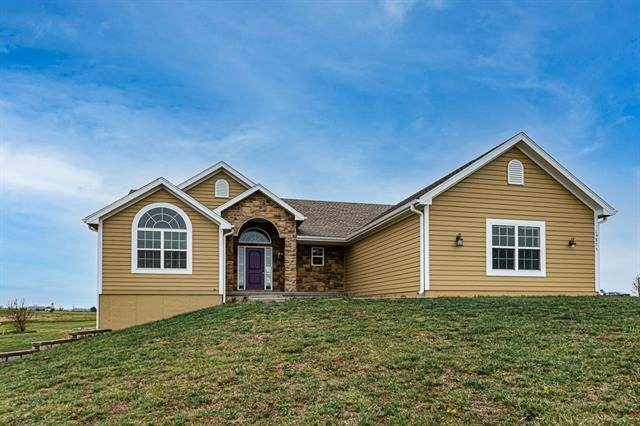 16875 Auburn Drive, Bonner Springs, KS 66012 (MLS #2314100) :: Stone & Story Real Estate Group