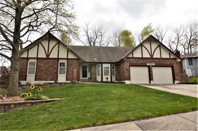 18505 E 26th Terrace, Independence, MO 64057 (#2314150) :: The Shannon Lyon Group - ReeceNichols