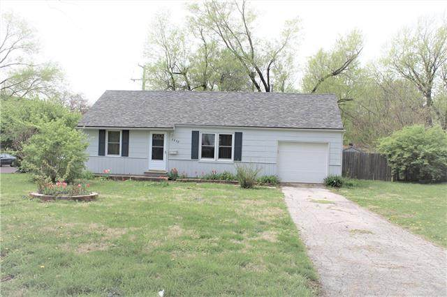 7732 Santa Fe Drive, Overland Park, KS 66204 (#2314154) :: Dani Beyer Real Estate