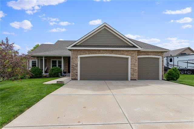 715 154th Place, Basehor, KS 66007 (#2314171) :: Edie Waters Network
